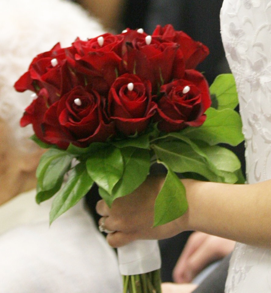 sacramento wedding red rose bouquet flowers. Black Bedroom Furniture Sets. Home Design Ideas